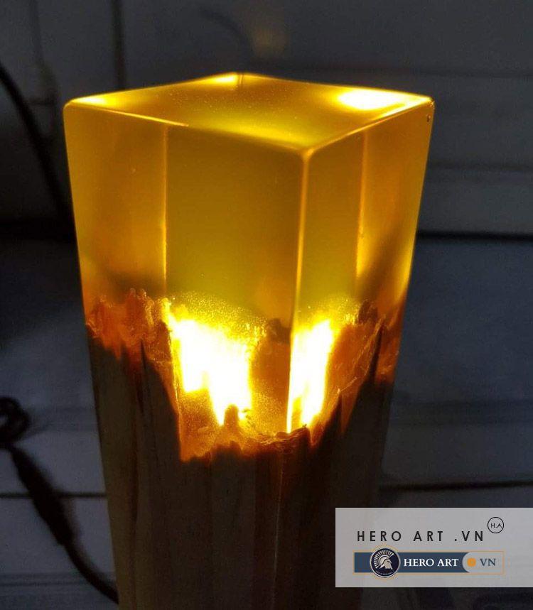 trụ đèn gỗ đổ keo epoxy