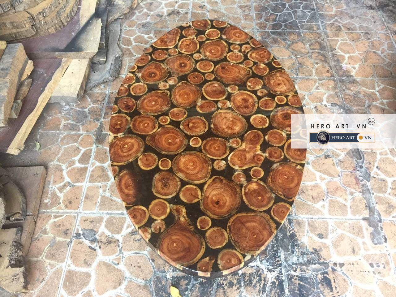 bàn gỗ hình oval keo epoxy