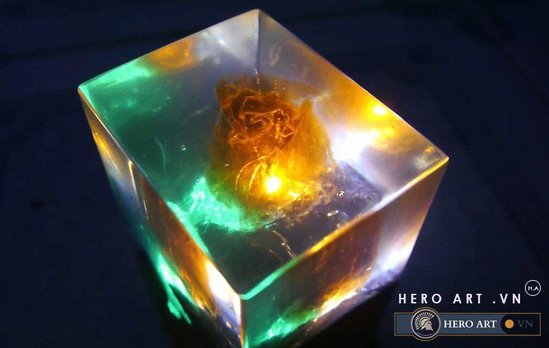 đèn trong suốt bằng nhựa epoxy và gỗ