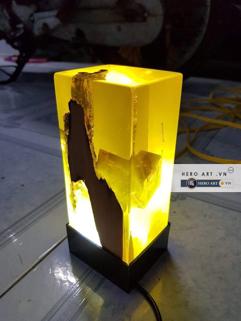 trụ đèn gỗ keo epoxy trong