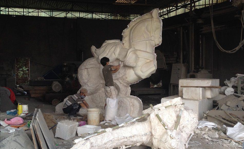 tuyển nhân viên đổ khuôn đúc khuôn tượng composite