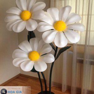 làm hoa cúc giả kích thước khổng lồ