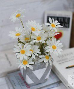 chậu hoa giả cúc trắng bình xi măng để bàn làm việc xinh